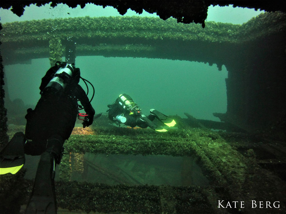 divers on wreck