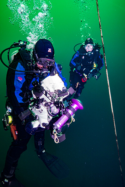 Two divers usining an underwater camera